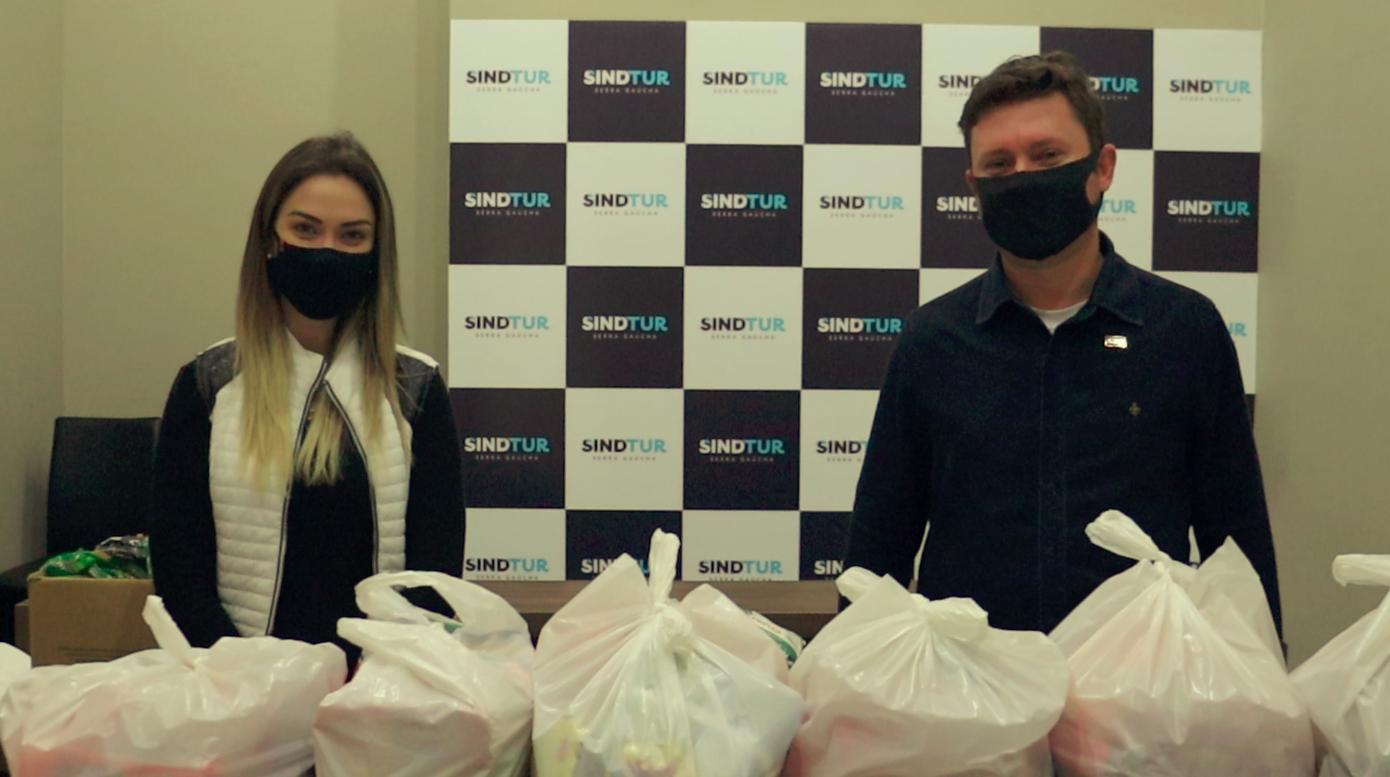 A FOME NÃO ESPERA: 30 cestas são entregues neste Dia do Trabalhador